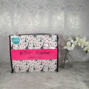 🆕 Betsey Johnson Paris Love Queen Sheet Set